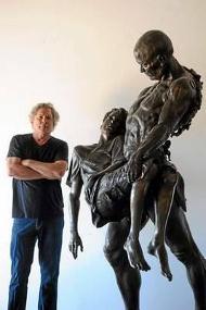 Кристофер Слатофф да его скульптура, посвящённая Рэю Брэдбери