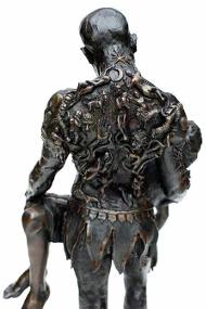 Скульптура Кристофера Слатоффа, облик со спины
